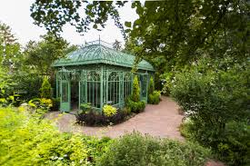 the botanical garden consists of two diverse locations namely york street in denver and field