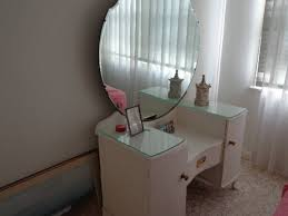 dressing table solid timber with beautiful round mirror
