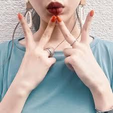 指先にハッピーを纏おうこの夏キテるらしい愛されオレンジネイル
