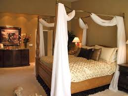 Romantic master bedroom with canopy bed Dream Master Romantic Master Bedroom With Canopy Bed And Romantic Canopy Master Bedroom Comfortable Home Design Deviantom Romantic Master Bedroom With Canopy Bed And Romantic Canopy Master