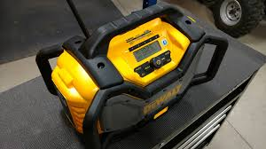 dewalt radio dcr025. jobsite radios are very popular and manufacturers quickly changing their models to fit the end user\u0027s needs. dewalt introduced dcr025 as an upgrade radio dcr025 l