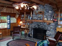 Decorations:Log Cabin Interior With Hunting Room Also Natural Stone  Fireplace And Antler Chandelier Decor