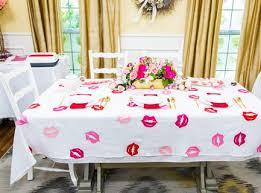 diy lip print tablecloth