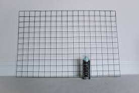 make your own wire memo board what hannah did next there really isn t anywhere that you can go wrong doing this just somewhere nice and ventilated to start spraying the panel and obviously on a surface