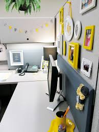 yellow office decor. Love The Black + Yellow Office Decor R