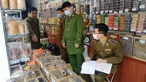 Thu giữ hơn 100kg bánh kẹo, mứt hoa quả không rõ nguồn gốc xuất xứ - Cục  Quản lý thị trường Nam Định