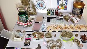 Perpignan Surpris En Plein Deal De Cannabis Dans Une Voiture