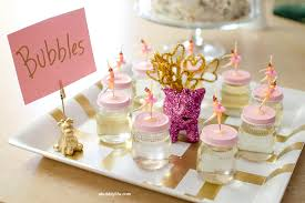 DIY party favors: Bubble mix in a jar (with a lid to match your