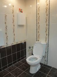 black mosaic border with cream tile