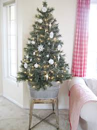 Living Room For Small Spaces 20 Best Holiday Decorating Ideas For Small Spaces Christmas