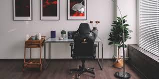 <b>Геймерское кресло Tesoro Zone</b> X — бизнес-класс у тебя дома