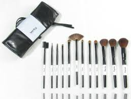 professional studio quality 12 piece natural cosmetic makeup brush brushes set kit with leather pouch case