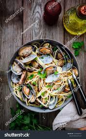 Traditional Italian Seafood Pasta Clams ...