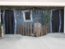 this is the perfect garage haunted house setup!