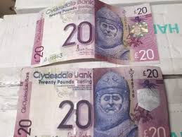 Fake 20 Pound Note Under Uv Light Edinburgh Bartender Shares Photo Of One Real And One