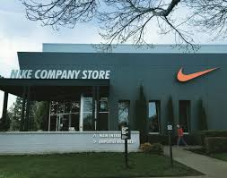 daniel brusilovsky at nike employee store