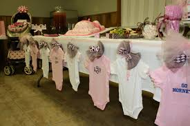 Wow Guests With These Baby Shower Table Decorations