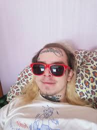 жизнь с татуировками на лице