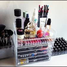 Once you see how pretty your makeup looks in a neat container, it's easy to  keep up the organization. Cutlery trays