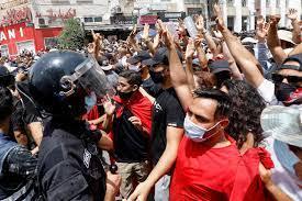 """مظاهرات حاشدة في تونس مناهضة لحكومة المشيشي ولحركة """"النهضة"""" - RT Arabic"""