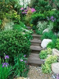 Achten sie darauf die stufen leicht schräg zu gestalten, damit das wasser ablaufen kann. Gartentreppe Selber Bauen 40 Super Beispiele Archzine Net