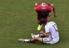 Pepe agride adversário caído, é expulso e revolta até Rihanna - Notícias -  UOL Copa do Mundo 2014