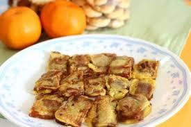Celupkan buah pisang yang sudah dikupas ke dalam adonan tepung lalu goreng dengan api sedang. Kue Keranjang Goreng Foodpedia1