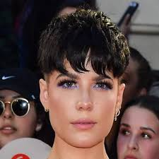 for the 2018 iheart radio much video awards los angeased makeup artist denika bedrossian layered up