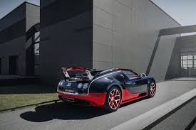 The veyron is a 2 seater and has length of 4462mm, width of 1998mm and a wheelbase of 2710mm. Bugatti Price List 2021 Models Reviews And Specifications