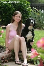 Amateur teenie Lara Brookes posing on the backyard MpxGirls