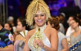 Erika Canela samba, mas tatuagem de Donald Trump rouba a cena | OFuxico