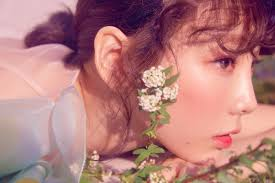 spring is here and this peachy pink hued season paints the air with euphoria and romance one great way to match this romantic vibe is to flaunt makeup