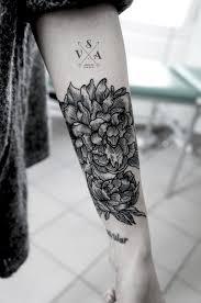 тату пионы на предплечье картинка тату цветок пиона на плече фото