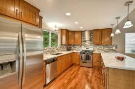 quartz countertops with oak cabinets.  Oak Countertops And Backsplash Color Combo With Oak Cabinets To Quartz Countertops With Cabinets