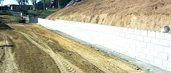 cinder block retaining wall how to build a cinder block retaining wall on a slope concrete