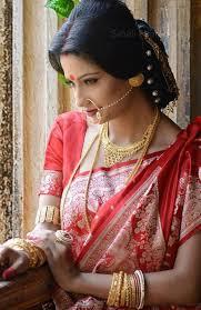 bengali bridal makeup with well contoured chandan makeup