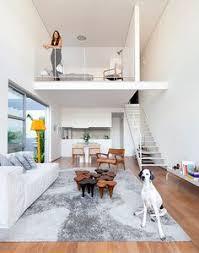 a área social do apartamento 1 localizada no quarto pavimento inferior tem acesso a