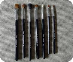 and here are the seven brushes that you get in the kit sigma brushes have long glossy black handles with the names of the brushes printed onto them in