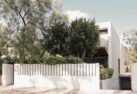 Minimalist White Fence Design For House 4 Home Ideas