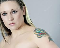 картинки с татуировками девушки с татуировками стоковое фото