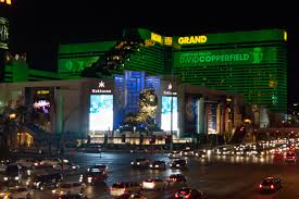 M M Vegas File Mgm Grand Hotel Las Vegas By Night Jpg Wikimedia Commons