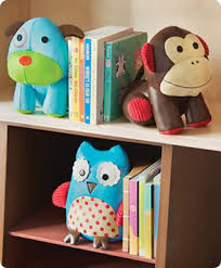 cute kids bookends at a that makes them even cuter