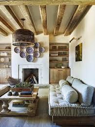décoration maison de cagne dans le salon avec des poutres appaes canapé en bois table be en bois mif et déco cheminée en iettes
