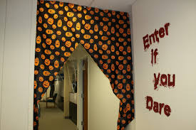 office decorate. How To Decorate Your Office For About $20 This Halloween
