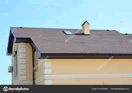 Bedachungen Hausbau Mit Asphalt Schindeln Und Oberlicht Fenster