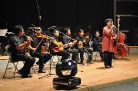 Bentuk sajian musik dengan menggunakan 2 rekorder, 1 pianika, 1 gitar, dan 1 rebana, adalah termasuk dalam bentuk jenis ansambel. Indonesia Go Id Barat Ketemu Timur Awal Mula Perkembangan Musik Keroncong