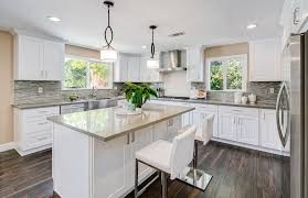 contemporary kitchen with white shaker cabinets cream quartz