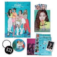 ITZY 1st Album - IT'Z ICY [ IT'Z ver. ] CD + Photobook + Photocards + IT'Z  DIFFERENT BOOKLET&PHOCARD + POSTCARD SET + 2TZY STICKER + OFFICIAL POSTER +  FREE GIFT - ITZY: Amazon.de: Musik