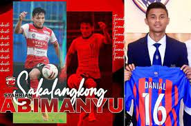 Последние твиты от syahrian abimanyu (@syahrian_abi). Jdt S Different Ways To Introduce National Team Players Syahrian Abimanyu Holds A Scarf Danial Ride A Limousine Netral News