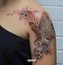 фото татуировки сова в стиле цветная татуировки на плече